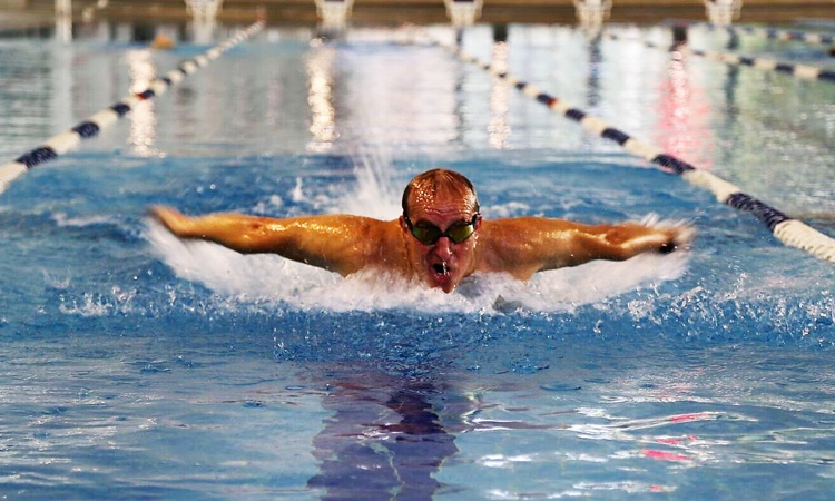 Ron Bolotin swimming for rehabilitation.